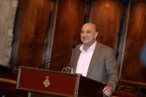 Federico Vázquez Osuna, autor del llibre i historiador (CEHI-Universitat de Barcelona), en un moment del seu parlament